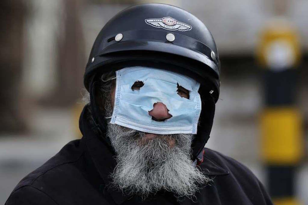 Lombardia, si esce solo con mascherine e bandane, con naso e bocca coperti, per emergenza coronavirus