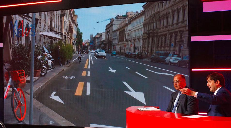 Corsie ciclabili a Milano, dibattito Forum, foto con Pierluigi Bonora, Geronimo La Russa