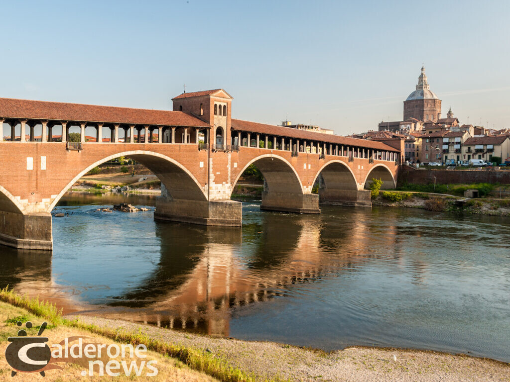 "Ponte coperto di Pavia sulle rive del Ticino - Skyline of Pavia, with ""Ponte Coperto"" over the river Ticino"